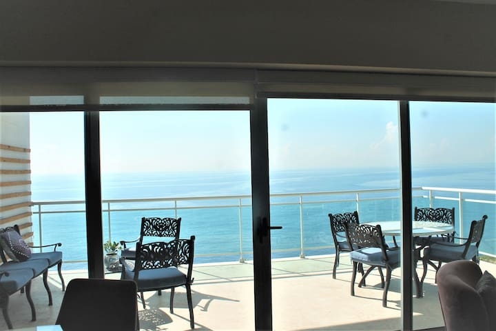 Mordern/beautiful sea front Downtown Apt. pool/gym