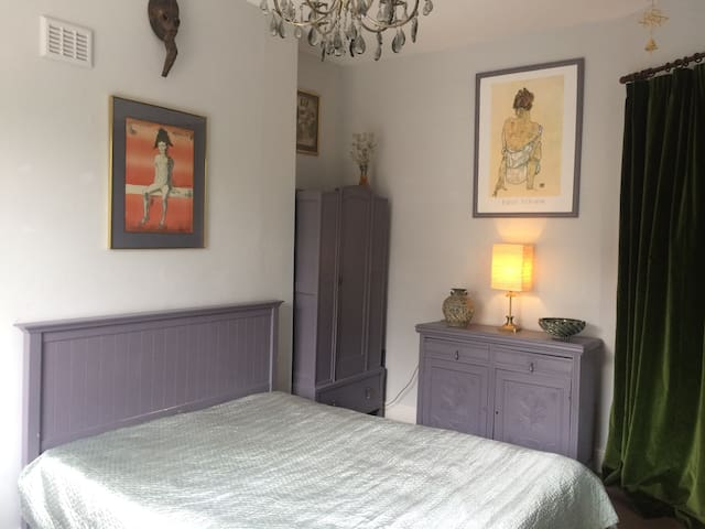 Cosy Double Bedroom in Hammersmith