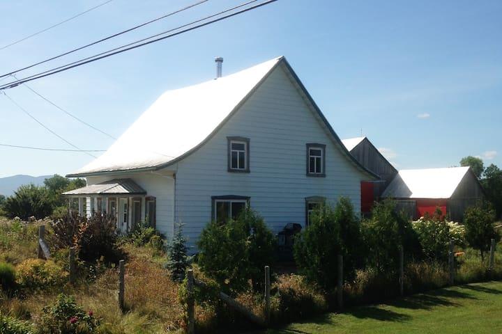 417 la maison de la grange sarah maisons louer for A la chouette maison baie st paul