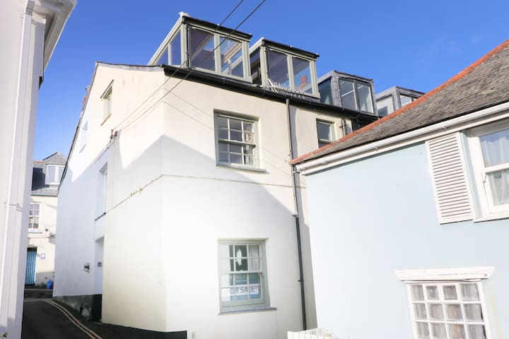 Contemporary character cottage in Padstow centre