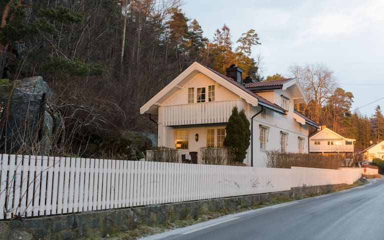 Cosy house in magical winter wonderland, with wifi - Vestby - Hus