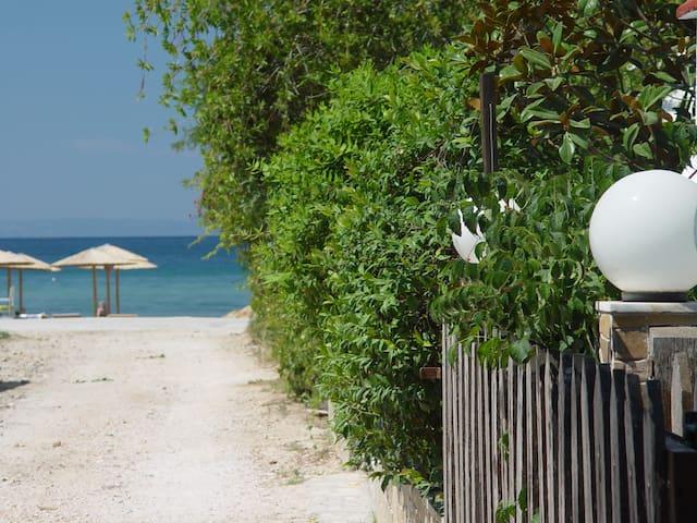 Asimina's Maisonette 20m from the beach