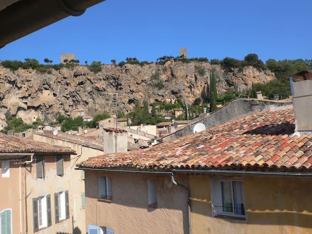 charmant appartement au coeur du village - Carcès - Apartemen