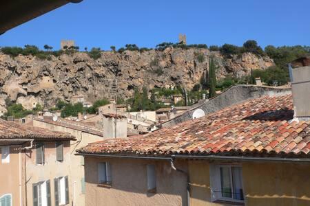 charmant appartement au coeur du village - Carcès