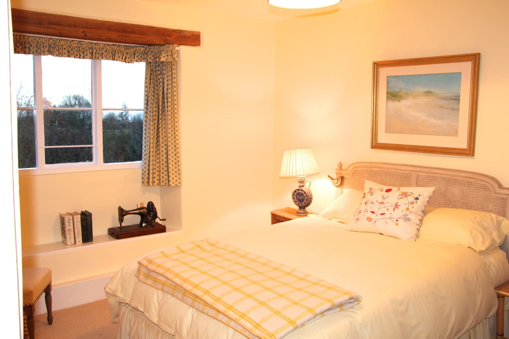 Quiet double bedroom with comfy bed and garden views