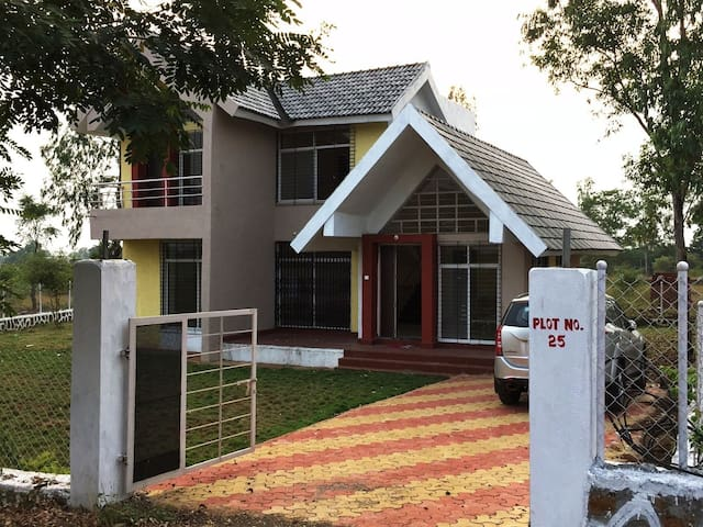 TRANQUIL-Perfect weekend Villa,  90kms from Mumbai