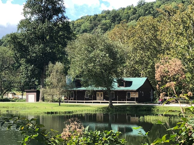 Boggs Bunkhouse (sleeps 32, lakeside)