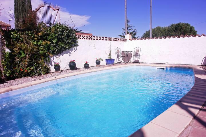 Gîte rustique à Vilacolum avec piscine