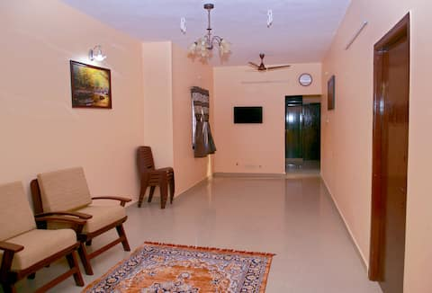 LAXMI CASTLE (Private home/ Near Airport)