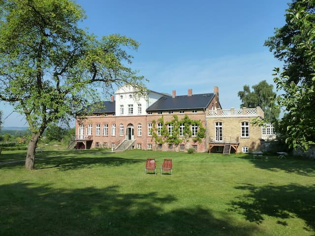 Gutshaus Pohnstorf - Alt Sührkow - Castell