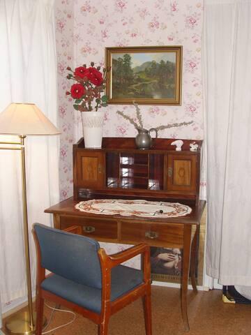 Room2 - smaller bedroom
