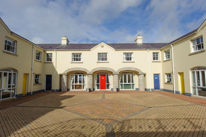 Downshire Arms Apartments Hilltown Apt 2