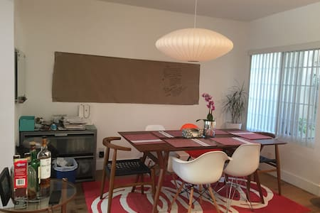 Newly Renovated Cozy 2 Bedrooms 2.5 Bathrooms - Irvine - Casa