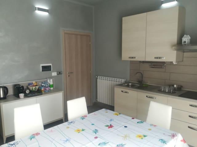 Camera con letto francese e bagno privato