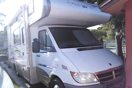 Self-Contained RV in Your Driveway - Seminole