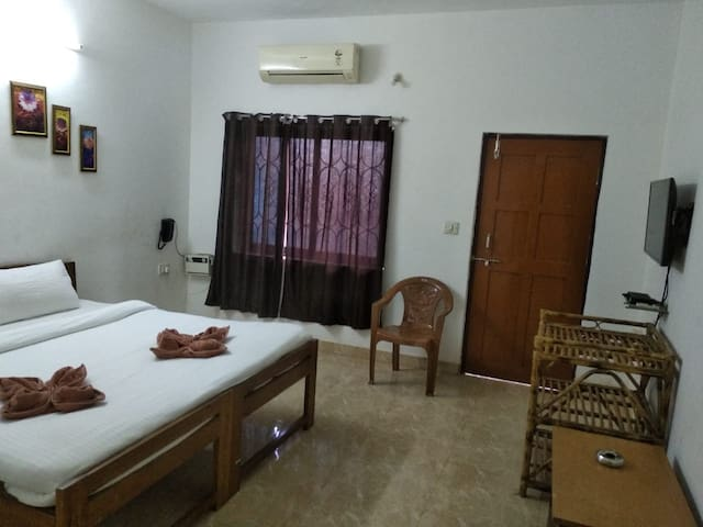 Luxury Room Near Baga Beach, Goa