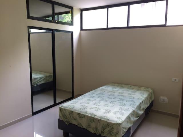 Habitación simple Lomas de Urdesa. - Guayaquil - Pis
