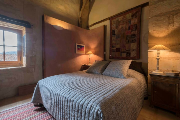 Dordogne Manor house for 9, with pool near Sarlat