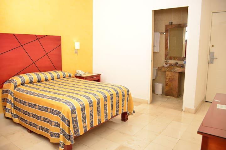 Habitación Sencilla con Cama Queen 2 Personas