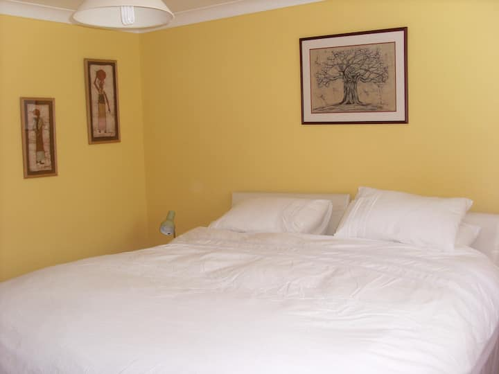 Super-King size bed and ensuite in Sunny Clacton!