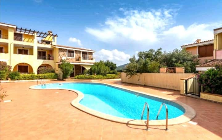 Beautiful terraced villa with shared swimming pool