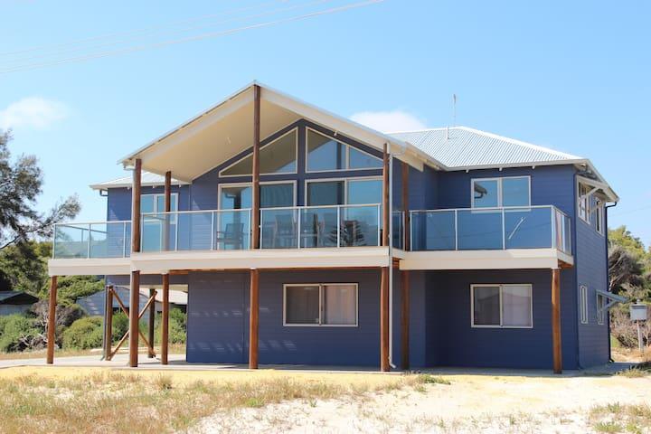 Sunset Blue Beach House, Ledge Point