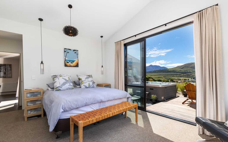 King Size room with spa & views, Jacks Point
