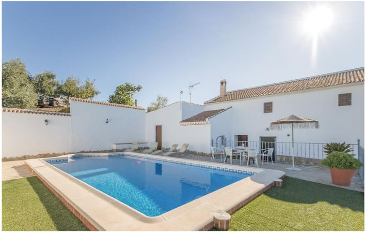 Holiday cottage with 4 bedrooms on 91 m² in Iznájar