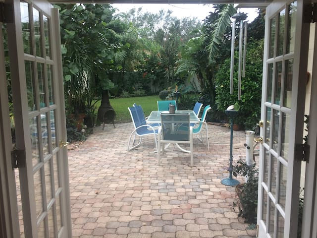 Bungalow Hm, Tropical yard in Winter Park, Fl