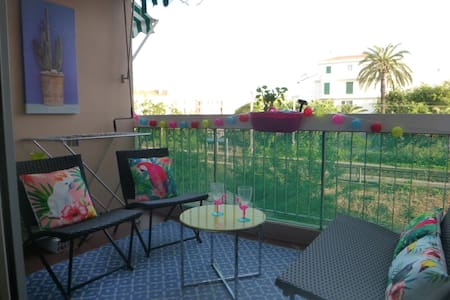large studio 200m from the beaches of Juan