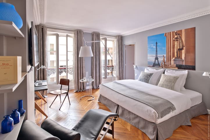 My Home For You LUXURY BnB, Chambre Trocadéro