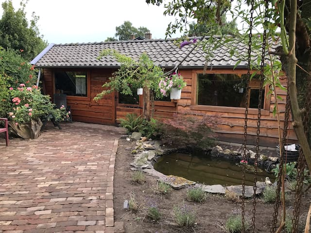 Gasthuis met tuin / Guesthouse with garden