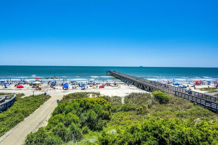 Updated ocean view villa in a beachfront complex w/ shared pool & pier!