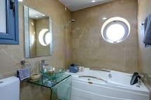 En Suite Jacuzzi, Shower and Bathroom