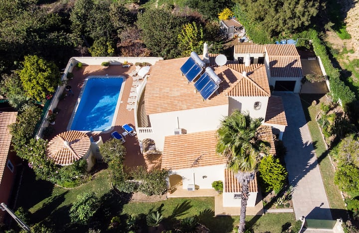 Villa Isabel - Villa With Heated Pool, 2km from town centre and 1km from beach