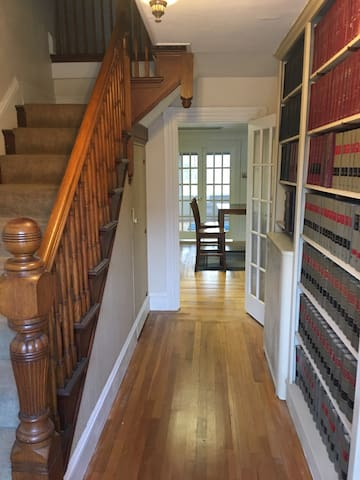 Large Victorian home just renovated - Warwick - House