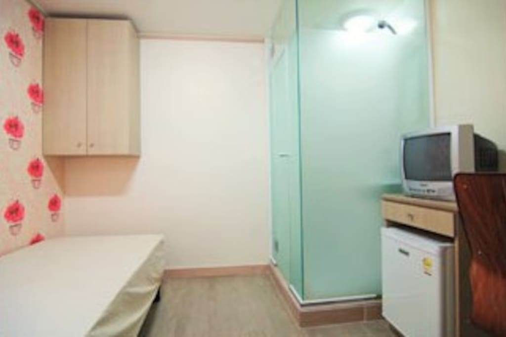 Private room with private shower & toilet - Room type 2