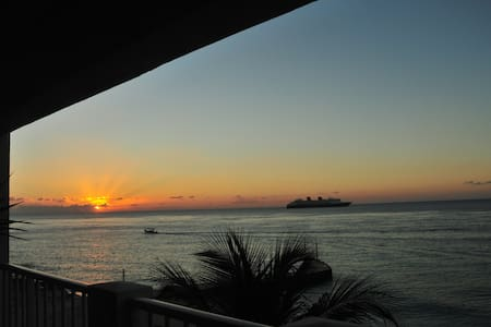 Oceanfront Condo - Relax, Play and Enjoy - San Miguel de Cozumel