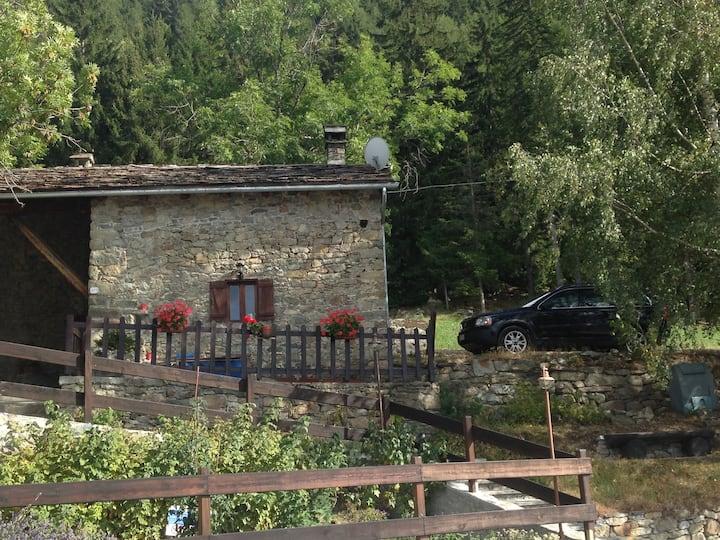 La casa del bosco con vista sulla Valle d'Aosta