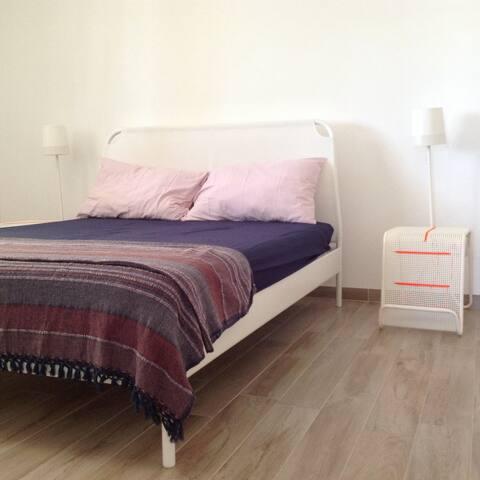 La casa è fornita di tutti gli essenziali (asciugamani, lenzuola, tovaglie, ecc.) per garantire un perfetto soggiorno