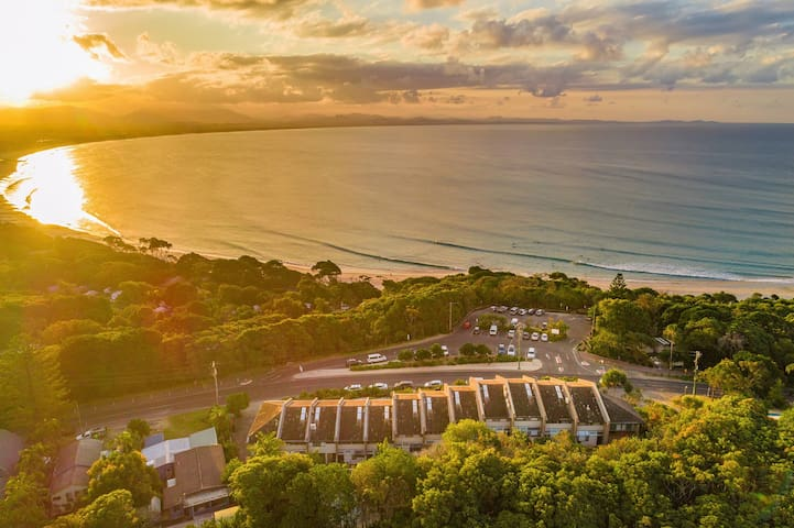 11 James Cook - Byron Bay - Aerial view north of the Bay