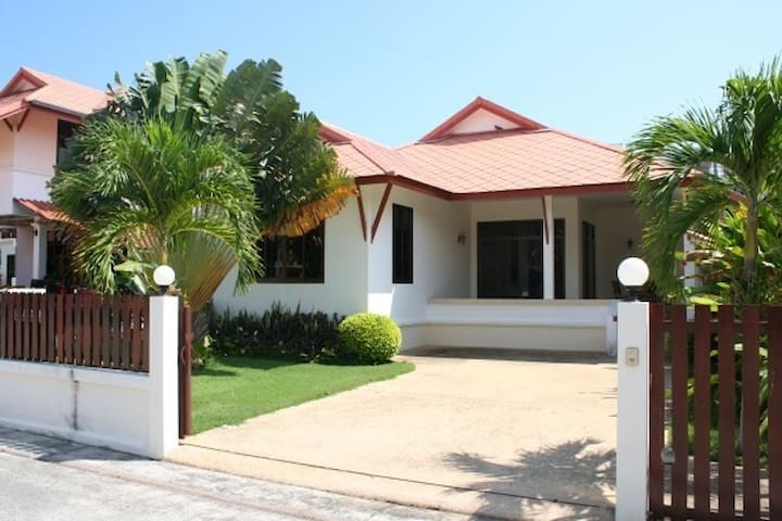 3 bedroom Bungalow 600 Meters from the beach