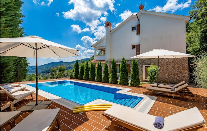 Holiday cottage with 4 bedrooms on 261m² in Icici