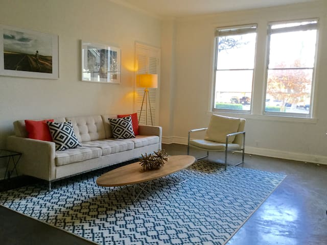 Gorgeous Historic 1 Bed in Uptown