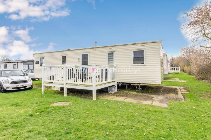 8 berth caravan for hire with decking on Skipsea Sands holiday park ref 41169WF