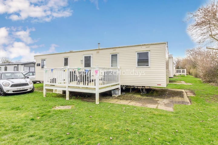 Great caravan for hire with decking on Skipsea Sands holiday park ref 41169WF