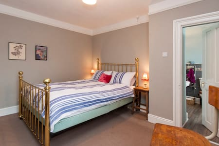Oakapple Bedroom with Ensuite - House