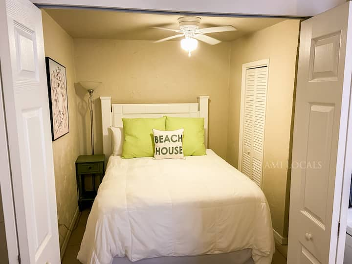 Island Time Inn Suite #4 - cute Inn on Bridge Street, close to the beach and shopping!