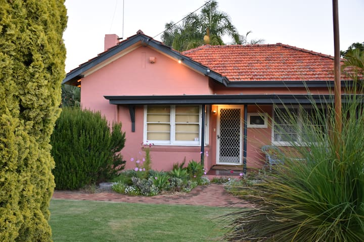 South Perth Foreshore - Cottage 3br Home Near City - South Perth - Rumah