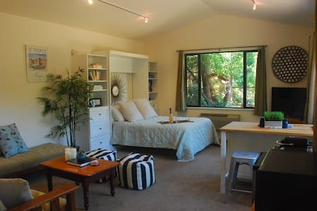 Tranquil Wine Country Guest Cottage